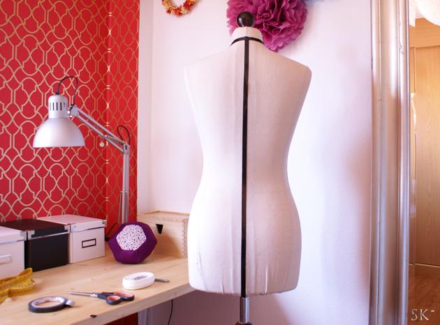 maniqui con cuello y centro espalda marcado con cinta