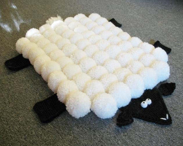 diy-alfombra-oveja-pompones