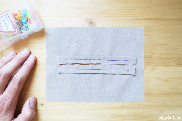 ribetes del bolsillo ribeteado cosidos sobre la tela principal color claro